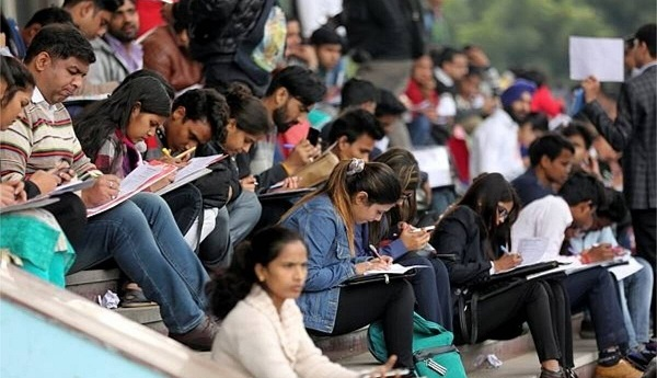 engineers postgraduates applied for dom jobs in west bengal